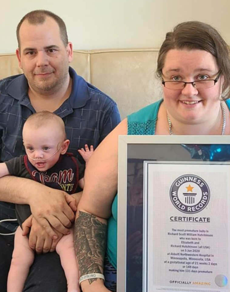 ריצ'רד והוריו חוגגים שנה  (צילום: Guinness World Records)