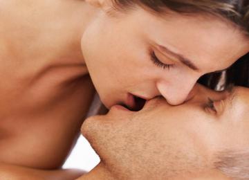 נשיקה ראשונה – מה הופך אותה לבלתי נשכחת?