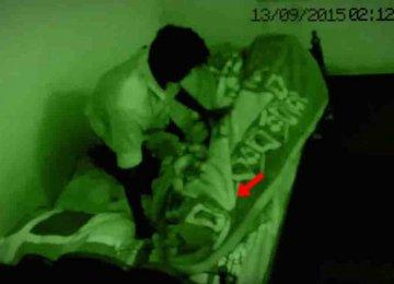 מפחיד: הוא נכנס למיטה ופתאום הופיע השד הזה מתחת לשמיכה