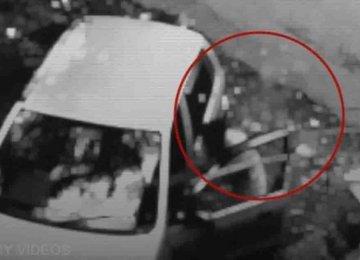 מפחיד: רוח רפאים הכתה את הנער הזה ודחפה אותו לתוך הרכב