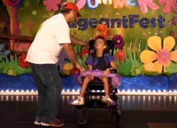 כל כך מרגש – היא רצתה לרקוד עם אביה והוא עשה את זה למרות כל הקשיים
