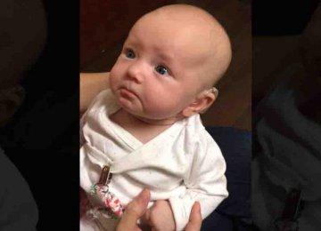 מרגש – תינוקת שנולדה חירשת שומעת את אימה בפעם הראשונה