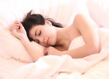 מדוע כדאי לכם לישון בעירום – 5 הסיבות האלו יגרמו לכם לשכוח מהפיג'מה