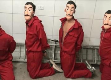 """בהשראת """"בית הנייר"""", הקבוצה נעצרה בבית הכלא על """"ניסיון פלישה"""""""