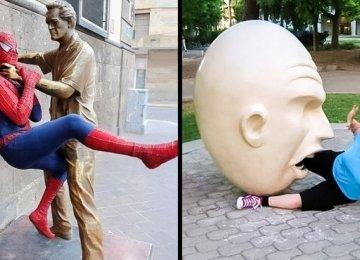 19 תמונות קורעות מצחוק של אנשים שהצטלמו עם פסלים