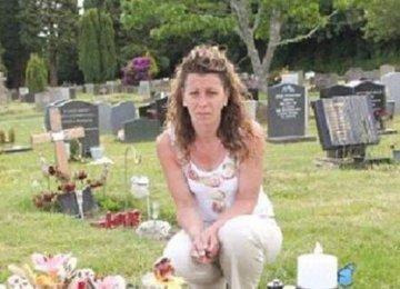 האם הייתה בהלם כשהגיעה לבית העלמין וגילתה שהמצבה של בנה נעלמה – הסיבה? המצבה בלתי הולמת לבית הקברות