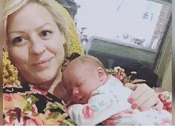 היא שיתפה ברשת תמונה של התינוק שלה שזה עתה נולד, והאחות הבחינה בזה…