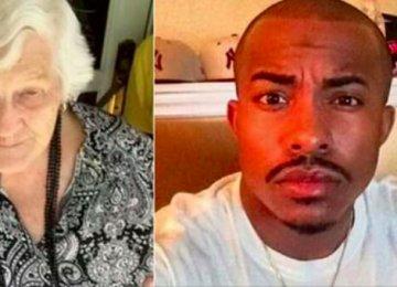 שני בחורים צעירים עקבו אחרי השגרה היומית של אישה בת 93: רצו אליה כשיצאה מהבית ועשו כותרות בכל העולם