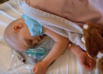 ההורים נפרדו מבתם שחלתה בסרטן – אך לפתע הילדה פוקחת את עיניה ולוחשת 7 מילים שמשנים הכל