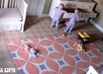היום גיליתי מהי תושיה, פעוט בן שנתיים מציל את אחיו התאום ממוות