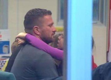 הנישואין שלו התפרקו, אז האבא הזה החליט לעשות את הדבר הבא עם הבת שלו והדהים את כולם…