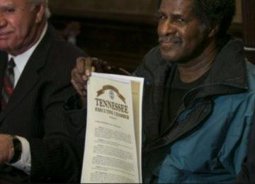 בחור מטנסי ארצות הברית נכלא שהוא חף מפשע ל31 שנה , כעת הוא מקבל מיליון דולר!